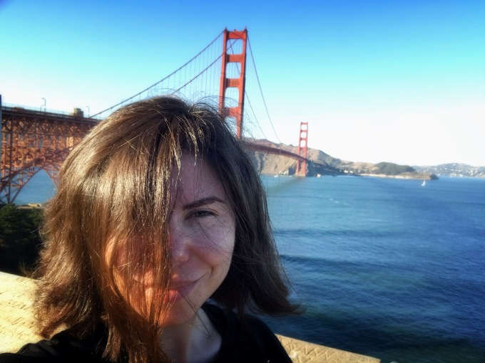 Turista la Golden Gate Bridge